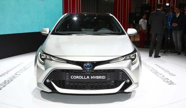 toyota-corolla-and-corolla-ts-hybrid-2018-proauto-10