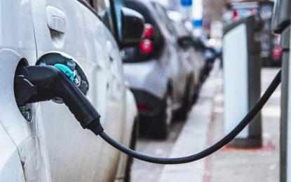 Nakon prijedloga Ministarstva vanjske trgovine i ekonomskih odnosa BiH, koje se odnosi na smanjenje i ukidanje carina na nove konvencionalne i električne automobile, bh. javnost nepodijeljena.