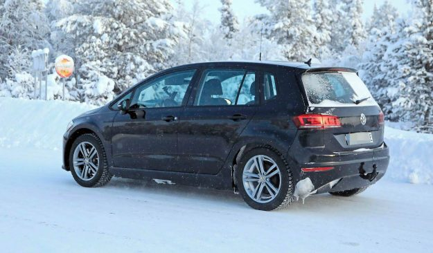 volkswagen-golf-sportsvan-ev-spy-photo-2019-proauto-04