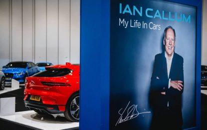 """Na ovogodišnjem London Classic Car Showu, uručeno prestižno priznanje """"Icon Award"""" Ianu Callumu, direktoru dizajna u Jaguaru"""