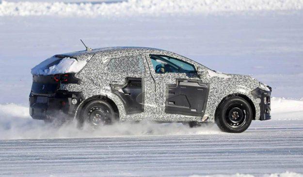 ford-fiesta-crossover-winter-test-spy-photo-2019-proauto-05