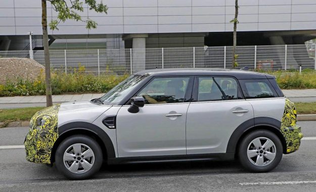 mini-countryman-facelift-spy-photo-2019-proauto-03