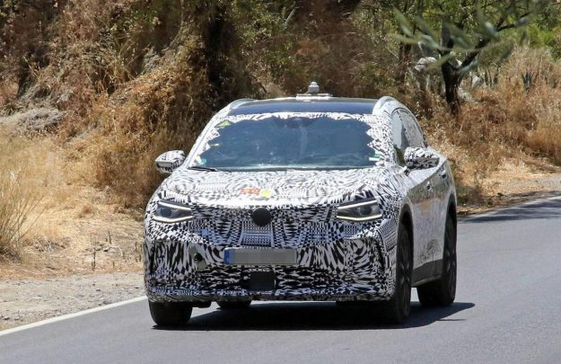 volkswagen-id-crozz-suv-spy-photo-2019-proauto-01