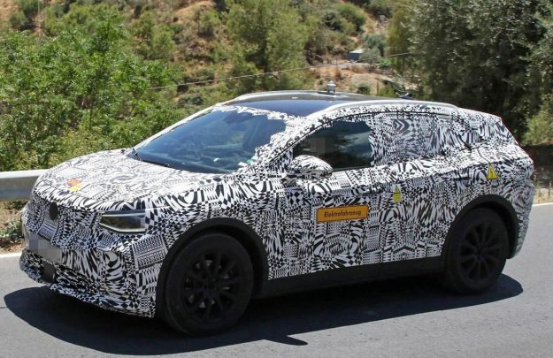 volkswagen-id-crozz-suv-spy-photo-2019-proauto-02