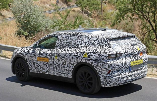 volkswagen-id-crozz-suv-spy-photo-2019-proauto-04