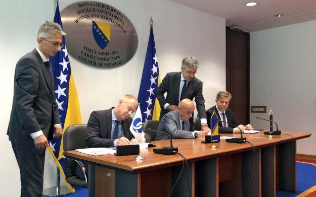 u-sarajevu-potpisan-ugovor-o-izgradnji-dionice-banja-luka-doboj-na-koridoru-5c-2019-proauto-01