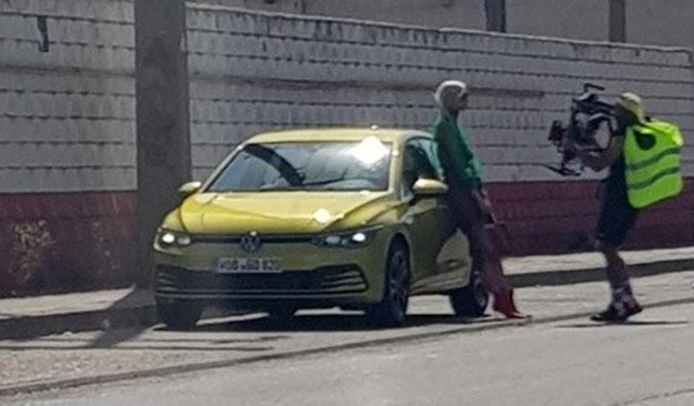 volkswagen-golf-8-design-leaked-thanks-to-official-photo-shoot-2019-proauto-01