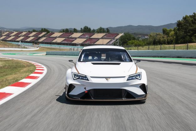 cupra-e-racer-test-mattias-ekstrom-2019-proauto-01