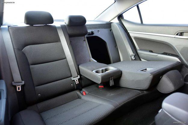 test-hyundai-elantra-16-mpi-6mt-premium-2019-proauto-34