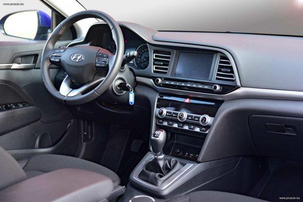 test-hyundai-elantra-16-mpi-6mt-premium-2019-proauto-62