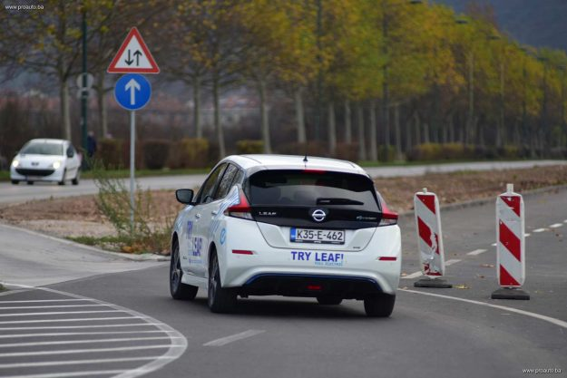 test-nissan-leaf-40-kwh-n-connecta-2019-proauto-25