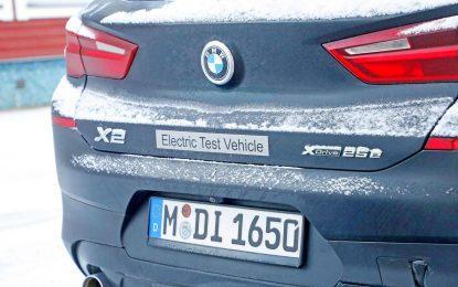 """BMW X2 xDrive25e iza """"maske"""""""