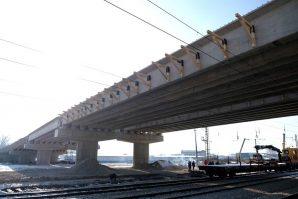 Postavljen most/nadvožnjak na sarajevskoj IX transverzali, slijede pripreme za betoniranje i asfaltiranje mosta [Galerija]
