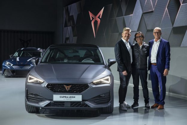 cupra-opens-the-doors-of-its-new-headquarters-with-the-debut-of-the-first-cupra-leon-2020-proauto-01