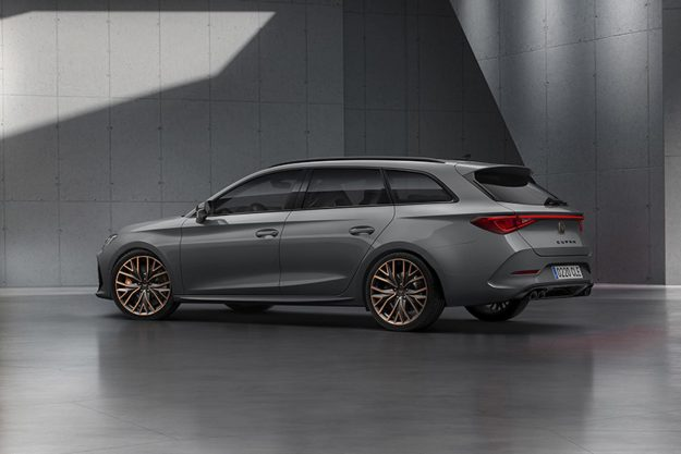 cupra-opens-the-doors-of-its-new-headquarters-with-the-debut-of-the-first-cupra-leon-2020-proauto-06