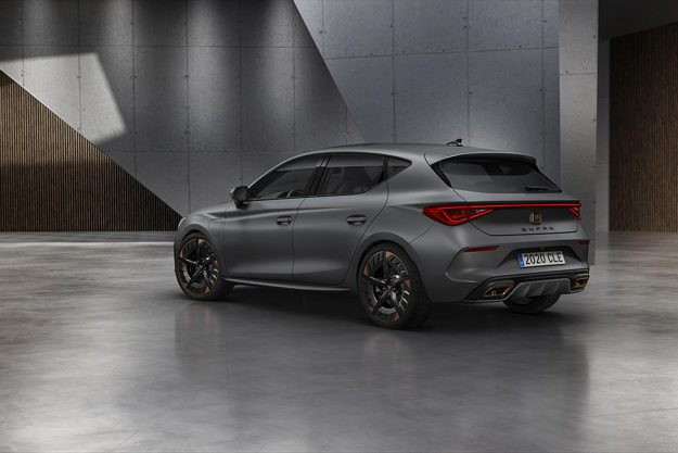 cupra-opens-the-doors-of-its-new-headquarters-with-the-debut-of-the-first-cupra-leon-2020-proauto-09