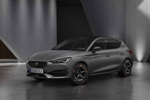cupra-opens-the-doors-of-its-new-headquarters-with-the-debut-of-the-first-cupra-leon-2020-proauto-10