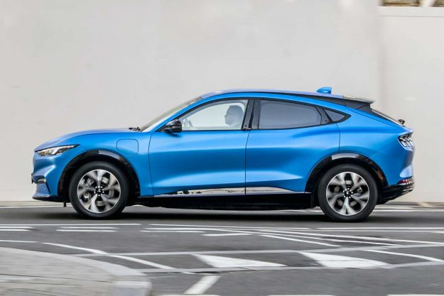 ford-mustang-mach-e-go-electric-2020-proauto-04