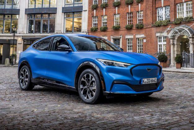 ford-mustang-mach-e-go-electric-2020-proauto-06