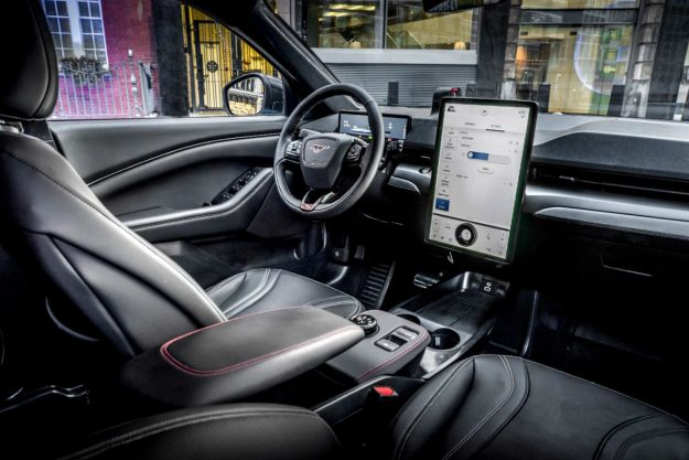 ford-mustang-mach-e-go-electric-2020-proauto-08