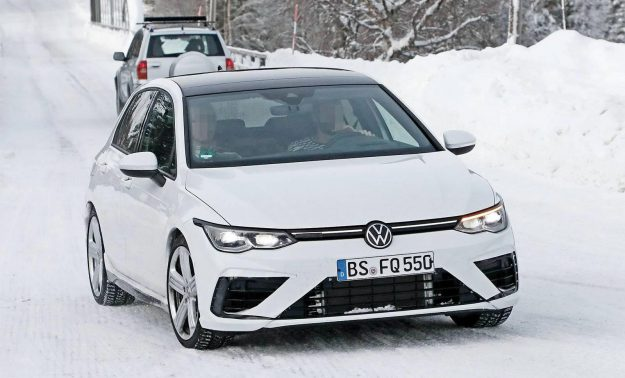 volkswagen-golf-r-winter-test-spy-photo-2020-proauto-01