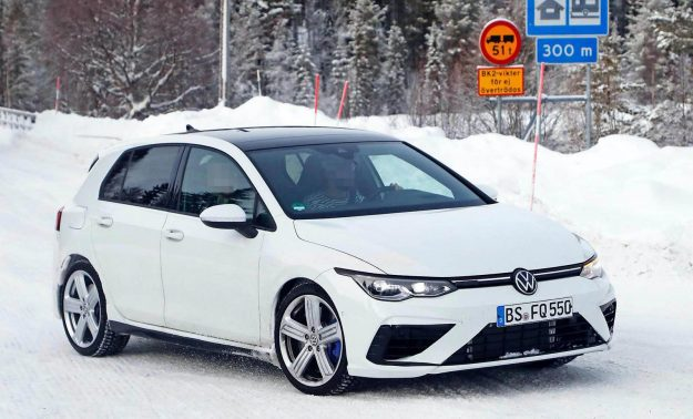 volkswagen-golf-r-winter-test-spy-photo-2020-proauto-02