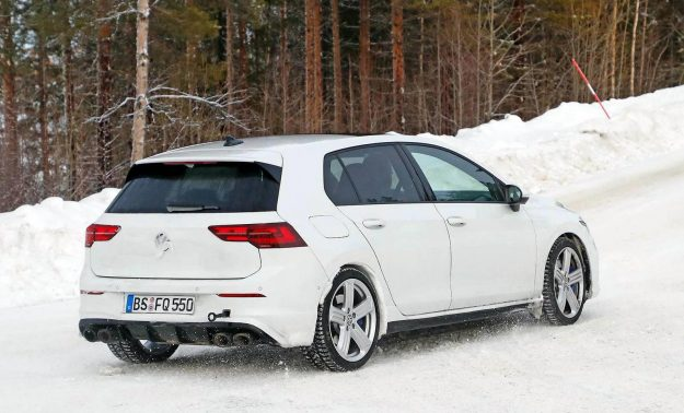 volkswagen-golf-r-winter-test-spy-photo-2020-proauto-04