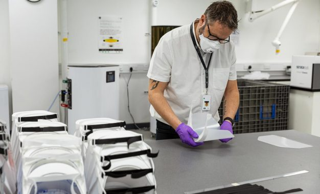 Jaguar Land Rover proizvodi vizire za zdravstvene radnike