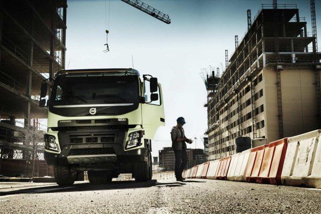 kamioni-volvo-trucks-jubilej-deset-godina-u-gradjevinskoj-industriji-volvo-fmx-2020-proauto-04