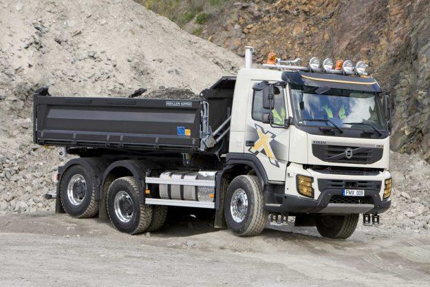 kamioni-volvo-trucks-jubilej-deset-godina-u-gradjevinskoj-industriji-volvo-fmx-2020-proauto-05