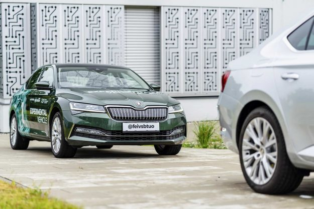 skoda-vsb-follow-the-vehicle-automated-car-convoy-project-2020-proauto-01