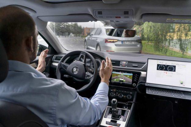 skoda-vsb-follow-the-vehicle-automated-car-convoy-project-2020-proauto-02