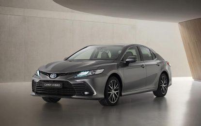 Poboljšan dizajn i sigurnost za aktuelnu Toyotu Camry Hybrid [Galerija]