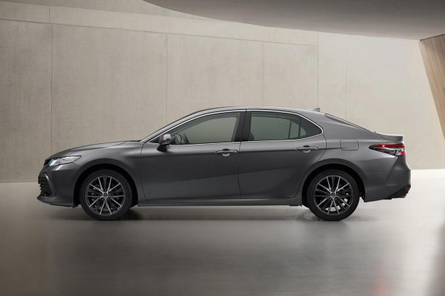 toyota-camry-hybrid-facelift-2020-proauto-05