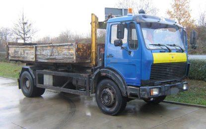 Stari Mercedes NG 73 šokirao policiju