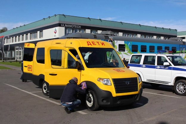 autobusi-uaz-skolski-minibus-rusija-2021-proauto-02