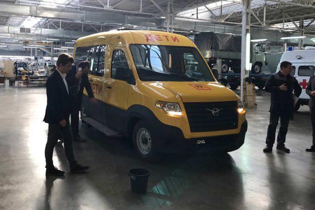 autobusi-uaz-skolski-minibus-rusija-2021-proauto-03