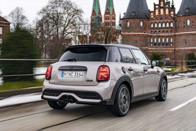 mini-cooper-s-5-door-facelift-2021-proauto-02