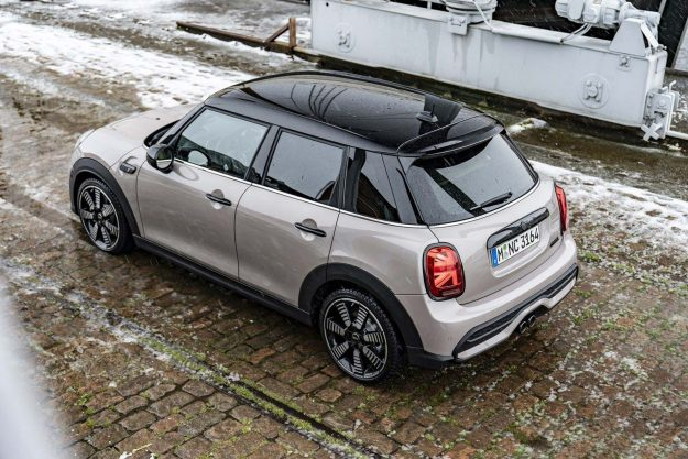 mini-cooper-s-5-door-facelift-2021-proauto-03