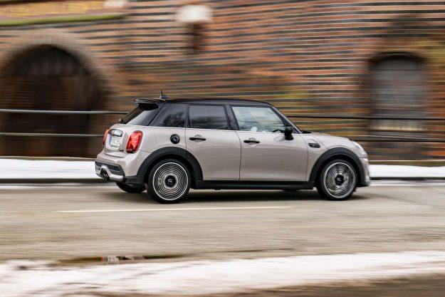 mini-cooper-s-5-door-facelift-2021-proauto-05