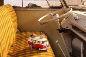 volkswagen-bulli-camper-vw-t1-camping-bus-igracka-playmobil-2021-proauto-05