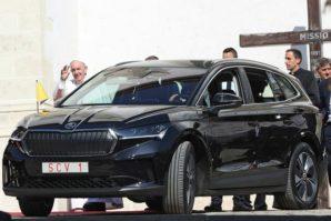 Škoda Enyaq iV kao Papamobil