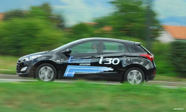 test-hyundai-i30-fl-1-4-dohc6mt-isky-plus-2015-proauto-03