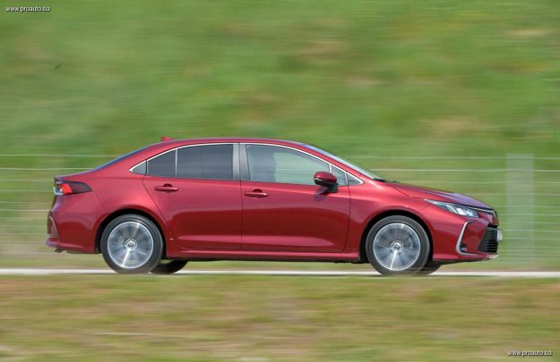 test-toyota-corolla-sedan-16-mt6-sol-tech-2019-proauto-45