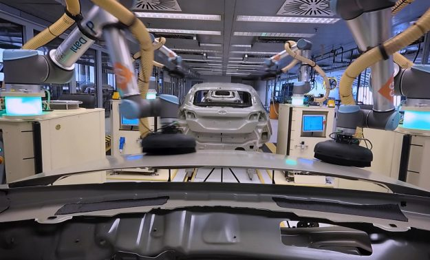 ford-fabrika-universal-robots-kobot-ur10-2019-proauto-002