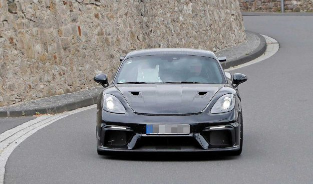 porsche-718-cayman-gt4-rs-spy-photo-2019-proauto-01