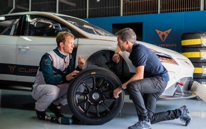 Mattias Ekström provodi prve testove na Cupri e-Racer [Video]