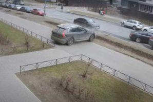 Drama na ulici: Pogledajte kako je otac spasio 4-godišnjeg sina [Video]