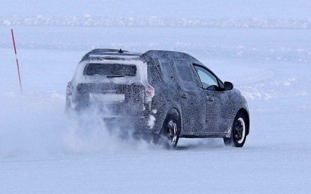 dacia-logan-mcv-winter-test-spy-photo-2021-proauto-05
