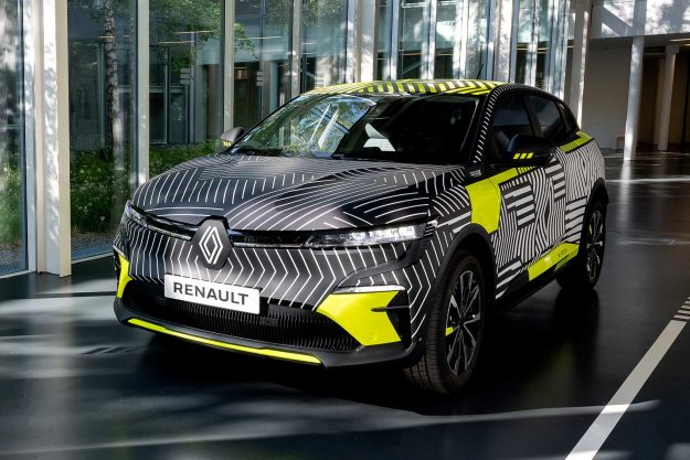 renault-megane-e-tech-electric-pre-production-2021-proauto-01